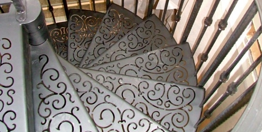 custom staircase tread designs